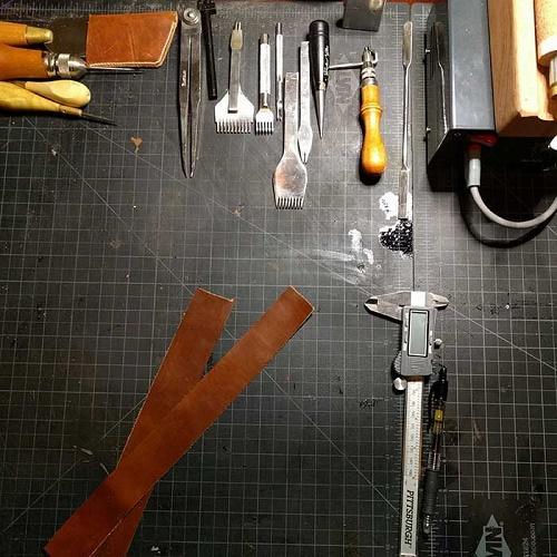 Bộ dụng cụ làm dây da đồng hồ