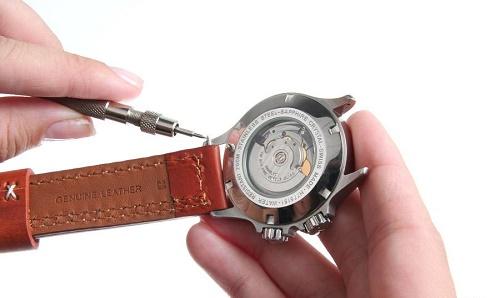 cách tháo dây đồng hồ không chốt