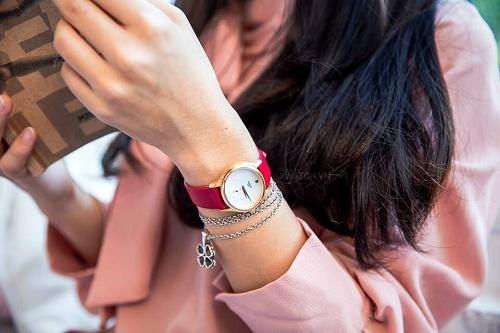 cách đeo đồng hồ nữ